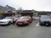 To 90-talls Cadillacer og en 1987 Chevrolet Monte Carlo.