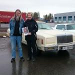 Vinnere av kveldens Cruise night diplom, Bjørgvin og Lisbeth med sin Chrysler